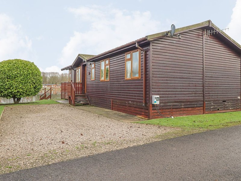 Serenity Lodge, SOUTH LAKELAND LEISURE VILLAGE, holiday rental in Over Kellet