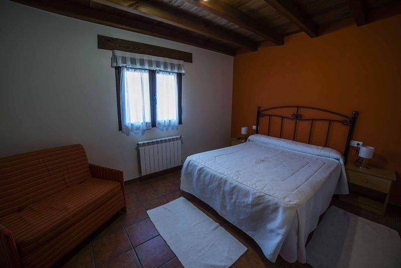 Apartamento Picos de Europa II, holiday rental in Robellada