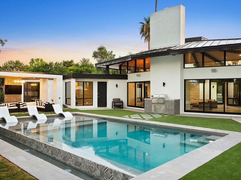 Luxury Multi-Million Modern Home w/ Golf Course views, vacation rental in Paradise Valley