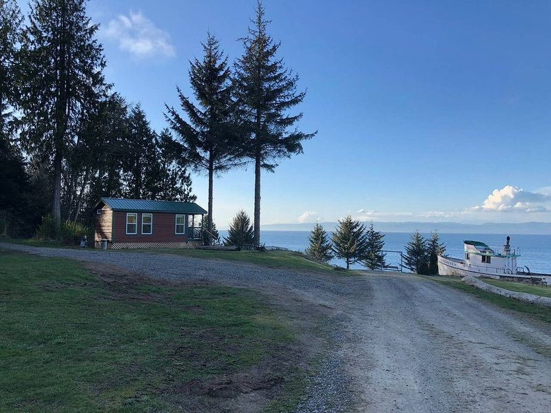 Hill Crest Cabin at Whiskey Creek Beach NW, vacation rental in Joyce