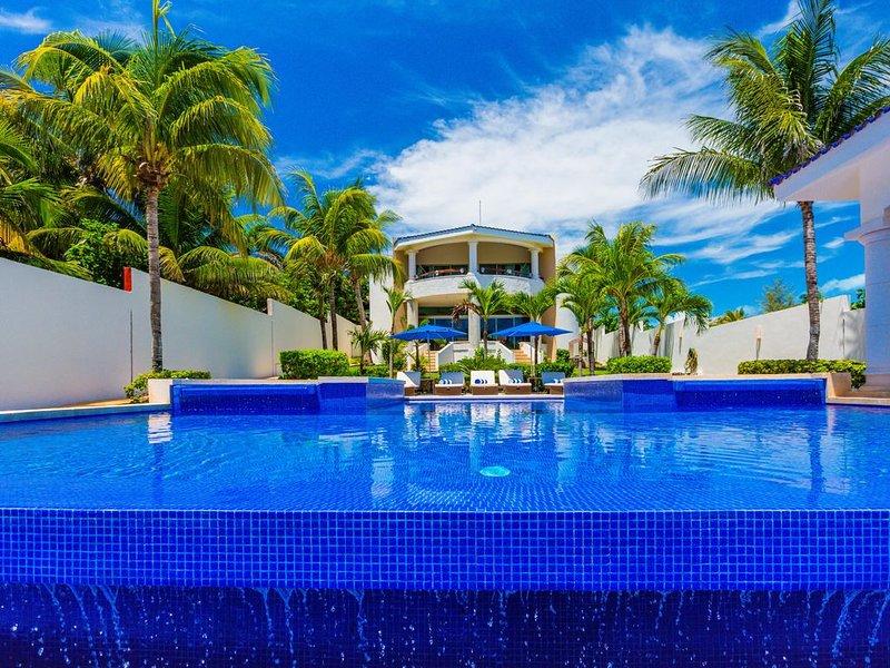 Casa de las Palmas - Main Villa, holiday rental in Playa Mujeres