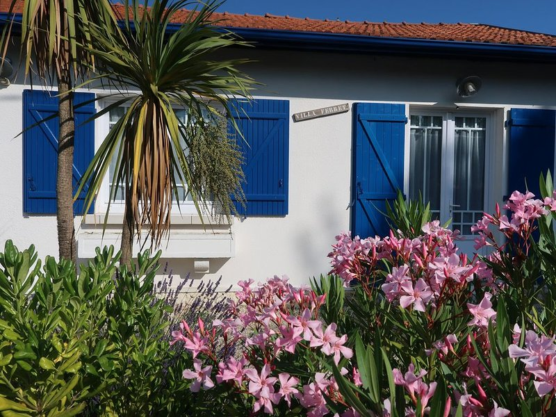 VILLA FERRET A 2 PAS DU BASSIN, vacation rental in Taussat