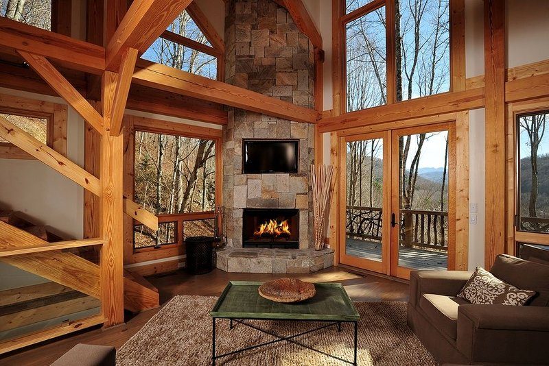 Luxury Townhome at The Lodges at Eagles Nest!, holiday rental in Banner Elk
