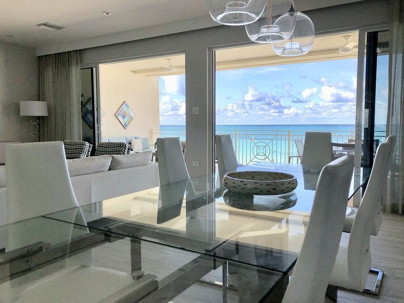Beautiful Beachfront Condo on Seven Mile Beach, holiday rental in George Town