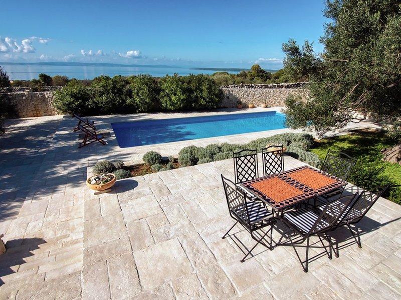 Schöne Rustical Villa mit atemberaubendem Meerblick, casa vacanza a Lun