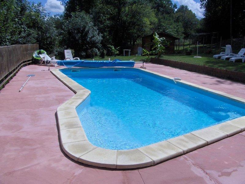 Gite en Périgord 9 Places 140 m2 avec piscine privative de 4  X 10, holiday rental in Douzillac