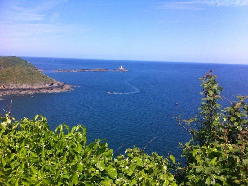 Gite La porte des Iles, très proche Paimpol bord de mer, maison neuve équipée, holiday rental in Lanloup