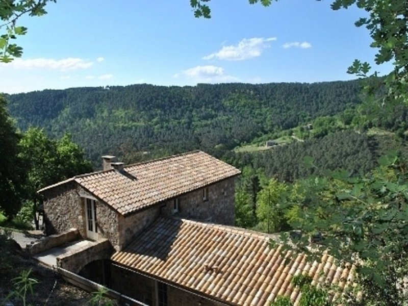Maison de toute beauté de 350m2, environnement privilegié en pleine nature, holiday rental in Beaumont