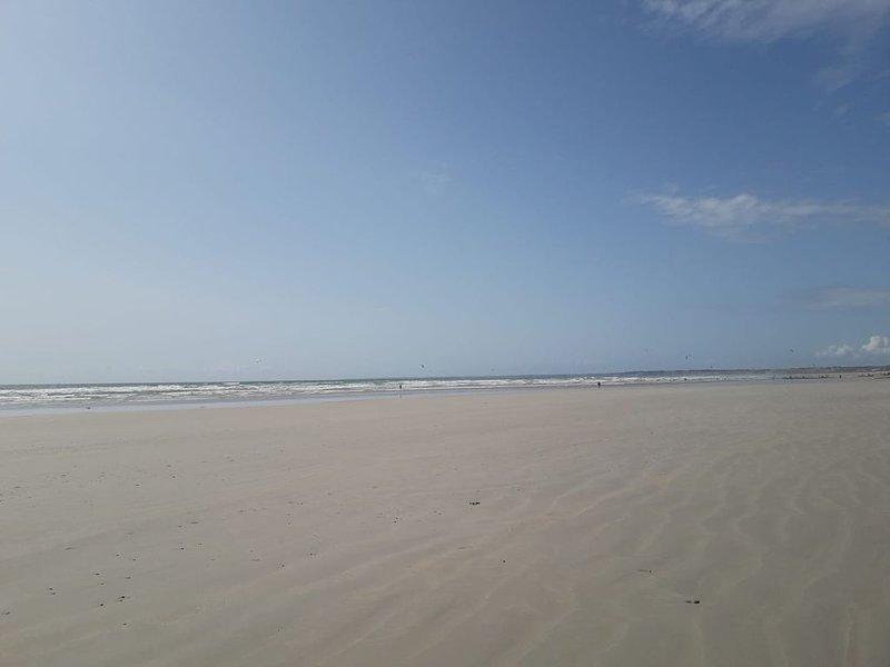 Gîte à 7 mn la mer, nouvelles offres à saisir aux dates indiquées voir annonce, holiday rental in Ploneour Lanvern