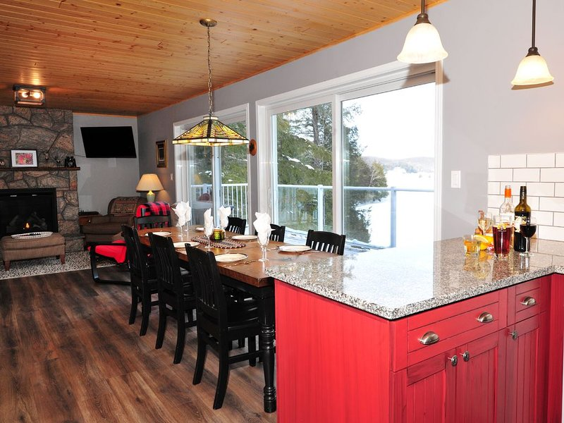 Muskoka Maple Cottage, 4 Bedrooms, 2 baths, beautiful view, located on quiet bay, holiday rental in Algonquin Provincial Park