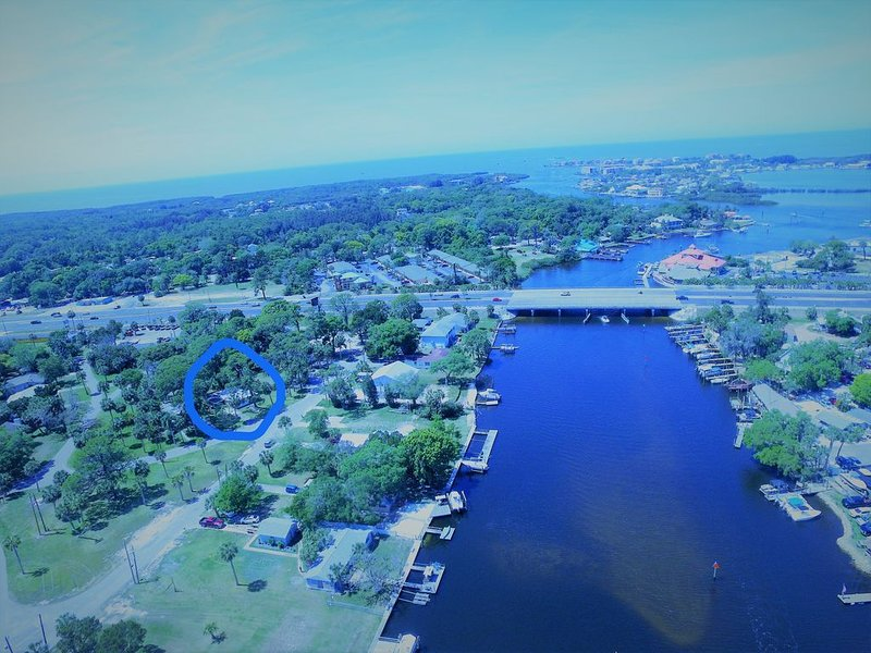 *REMODELED near WATERSIDE Tiki Restaurants & boat rentals near GULF of Mexico, holiday rental in New Port Richey