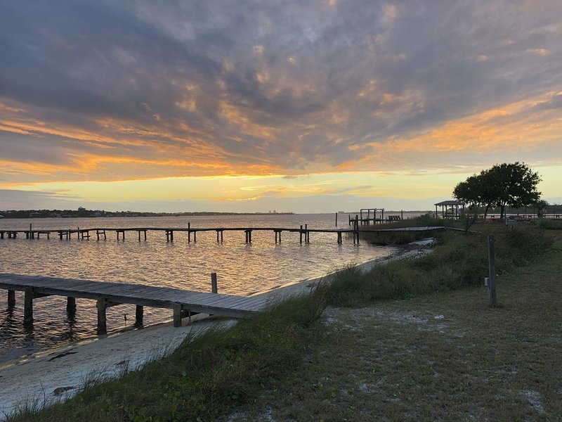 New Listing - Stunning View and Quiet Getaway on Intracoastal Waterway, location de vacances à Perdido Key