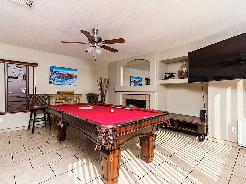 *SANITIZED* Piute Palace One -Of-A-Kind 5/BR Pool North PHX, vacation rental in Glendale