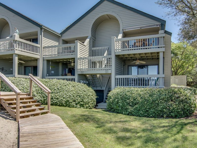 Condo with sunset views,  with ocean/inlet views - walk to the Beach Club!, location de vacances à Seabrook Island