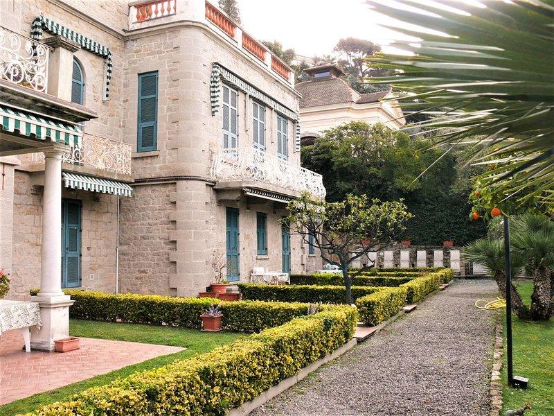 appartamento con giardino in palazzina storica con ampio parco, holiday rental in Vallecrosia