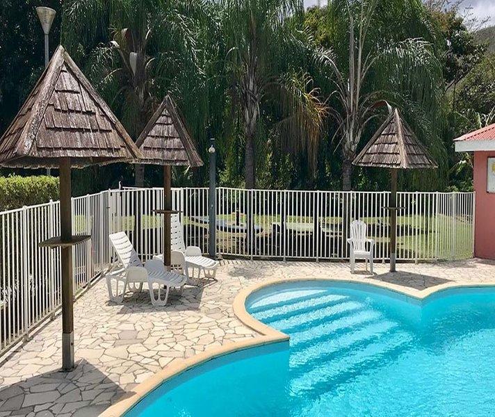 Bel Appartement avec terrasse et piscine à 5 mn à pied de la plage, casa vacanza a La Pagerie