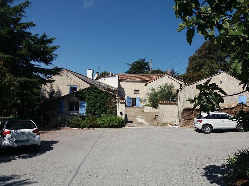 Gite familiale avec vue panoramique sur Carcassonne ,spa, jardin clos, Ferienwohnung in Aragon