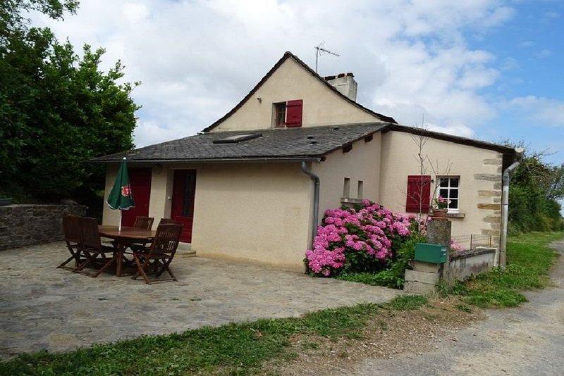 Gite isolé en pleine campagne . 5 minutes de tous commerce, vacation rental in Luc la Primaube