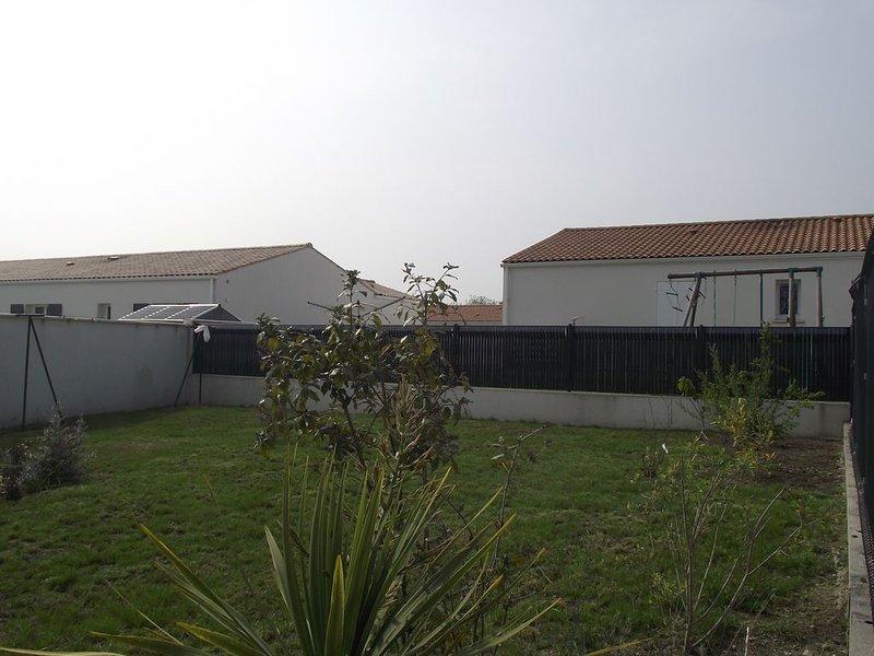JOLIE MAISON AVEC JARDIN CLOS, vacation rental in l'Eguille sur Seudre