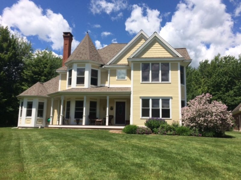 Monthly Summer Rental on 5 Gorgeous Acres with Mountain Views in Stowe, Vermont, holiday rental in Hyde Park