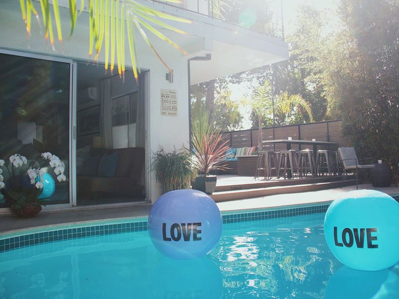 Luxurious Hollywood Oasis w/ Pool & Spa-Double Guest Quarters - Walk to the Blvd – semesterbostad i Los Angeles