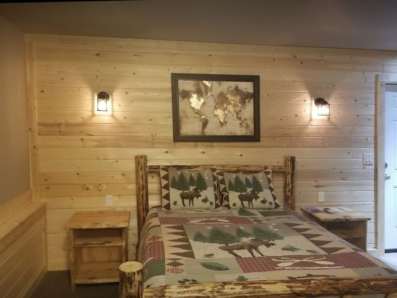 All brand new rooms! Beautifully done in a lodge theme!, vacation rental in Moyie Springs