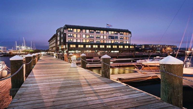 Ocean Front View!  Renovated Jan 2020!  Wyndham Inn on Long wharf, alquiler de vacaciones en Newport