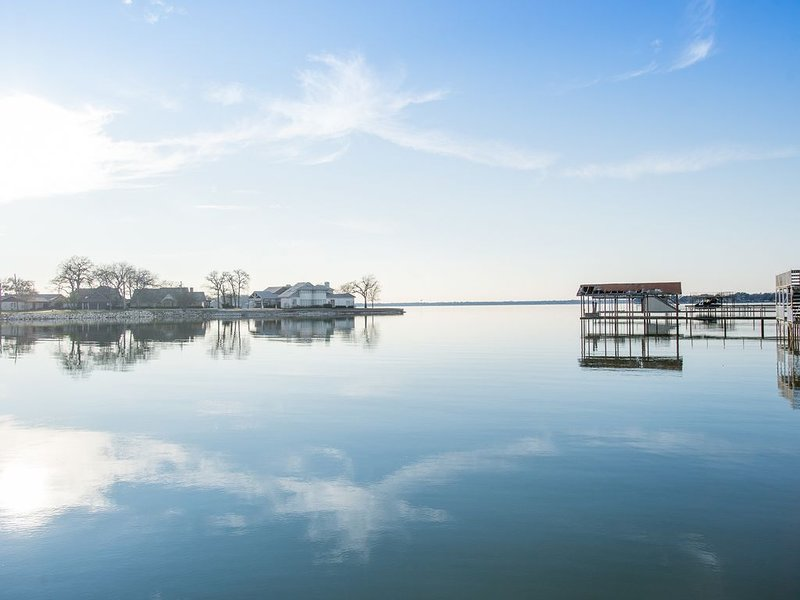 Southern Charm at it's Finest on Cedar Creek Lake, holiday rental in Eustace