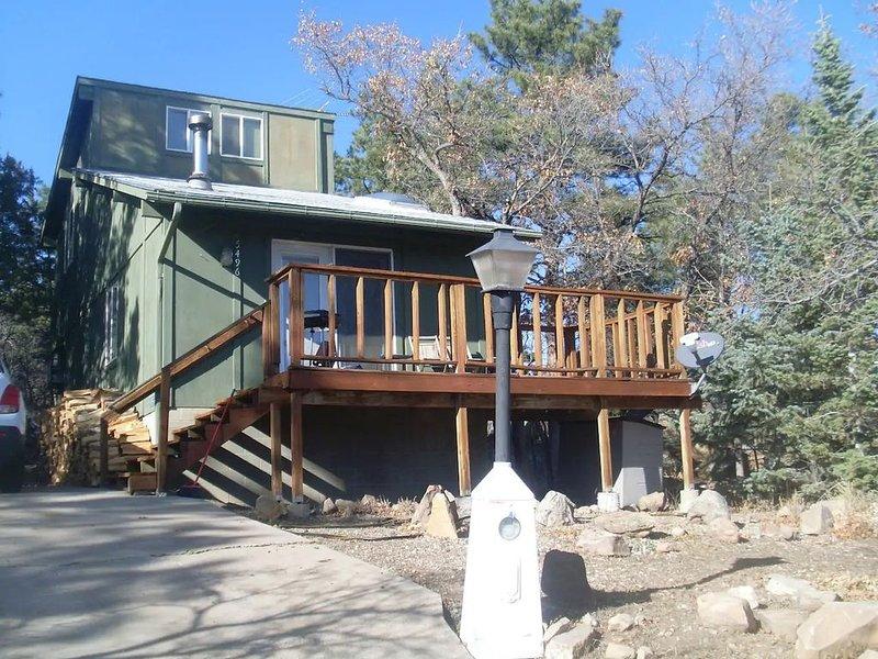 Romantic modern cabin overlooking lake beckwith, alquiler vacacional en Beulah