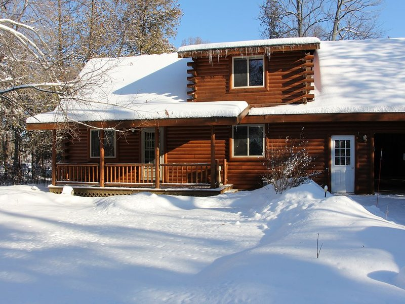 Log Cabin home on the Sturgeon River in Indian River, holiday rental in Cheboygan County