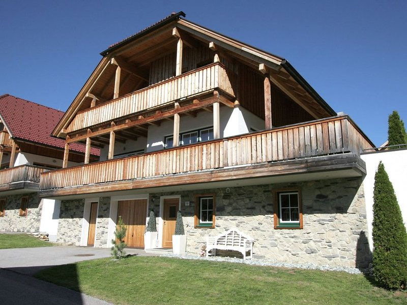 Swanky Chalet in Mauterndorf with Sauna & Home Theatre, holiday rental in Lessach