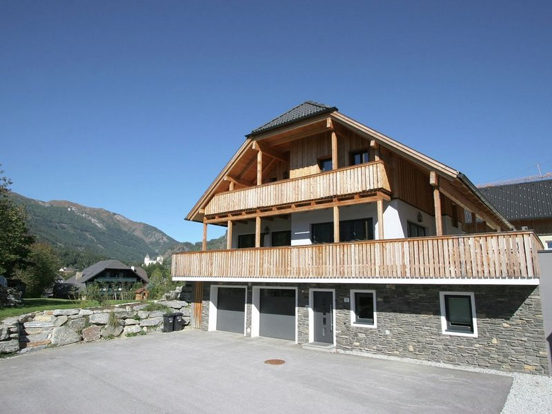 Lavish Chalet in Mauterndorf with Sauna & Jacuzzi, vacation rental in Mauterndorf