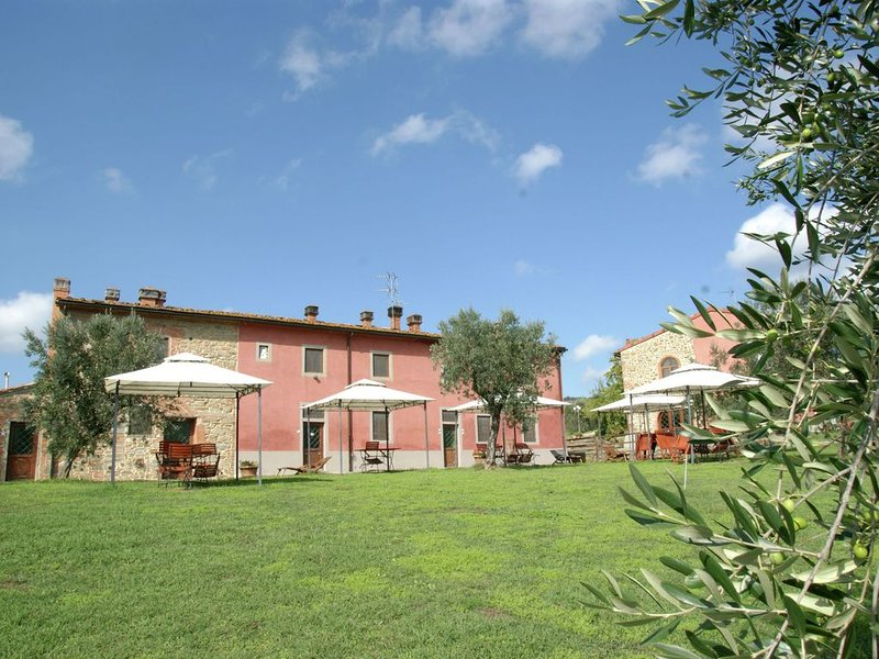 Cozy Holiday Home in Capraia e Limite with Pool, holiday rental in Limite Sull'Arno