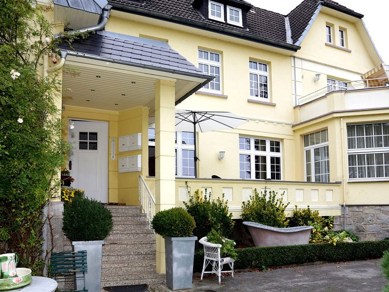 Luxurious villa with a wonderful view of the Weserbergland, holiday rental in Bodenwerder