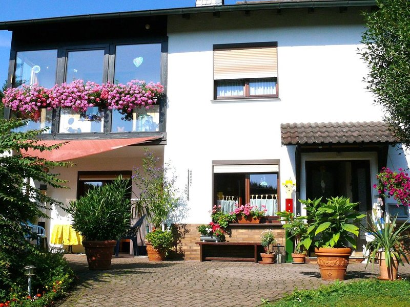 Fully equipped apartment in the Werra valley with wood stove and terrace, Ferienwohnung in Heilbad Heiligenstadt