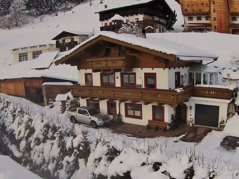 Spacious Apartment in Saalbach-Hinterglemm near Ski Lift, aluguéis de temporada em Saalbach-Hinterglemm