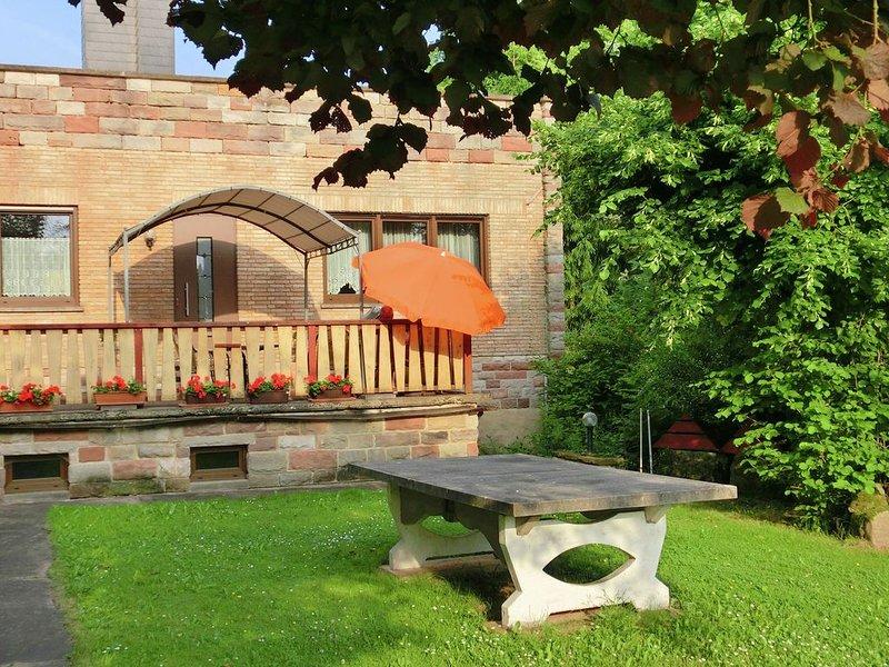 Attractive Holiday Home in Rotenburg with Garden, holiday rental in Alheim