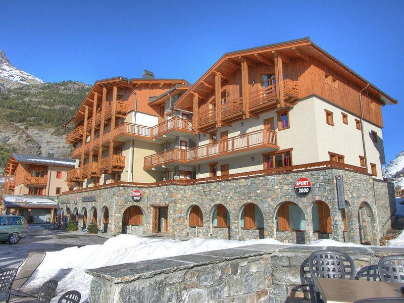 Comfortable apartment at the ski slopes in known Val Cenis, vacation rental in Bessans