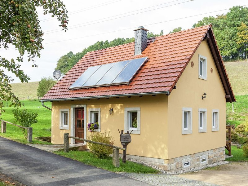 Charming Holiday Home in Hohnstein ot Lohsdorf with Terrace, location de vacances à Altendorf