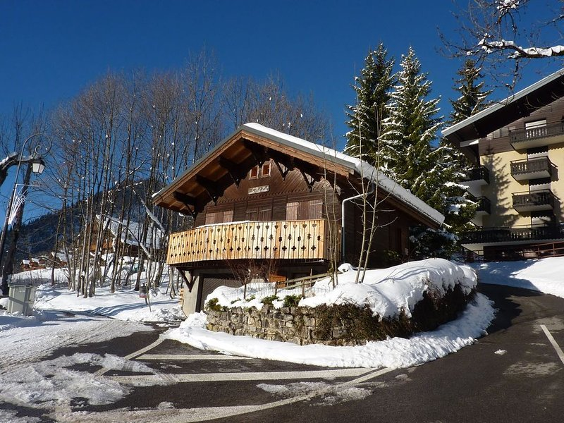 Cozy Chalet with Balcony in Châtel France, holiday rental in Torgon