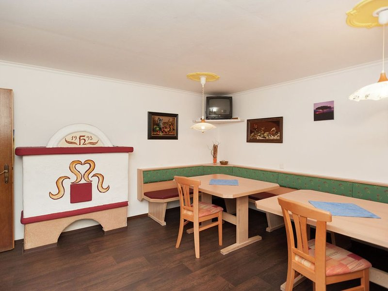 Spacious Holiday Home in Goldegg near Ski Area, vacation rental in Goldegg