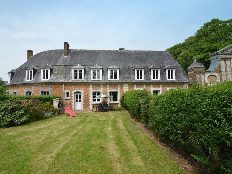 Middle house listed as historic building near Montreuil, holiday rental in Vieil-Hesdin