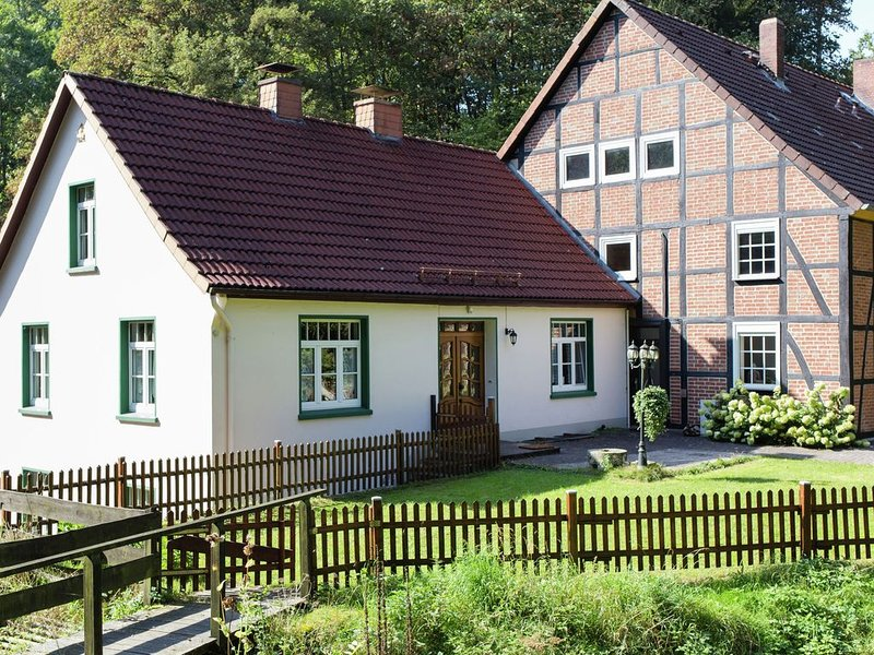 Holiday home in the Weser Highlands in a unique location with sunny terrace, holiday rental in Rinteln