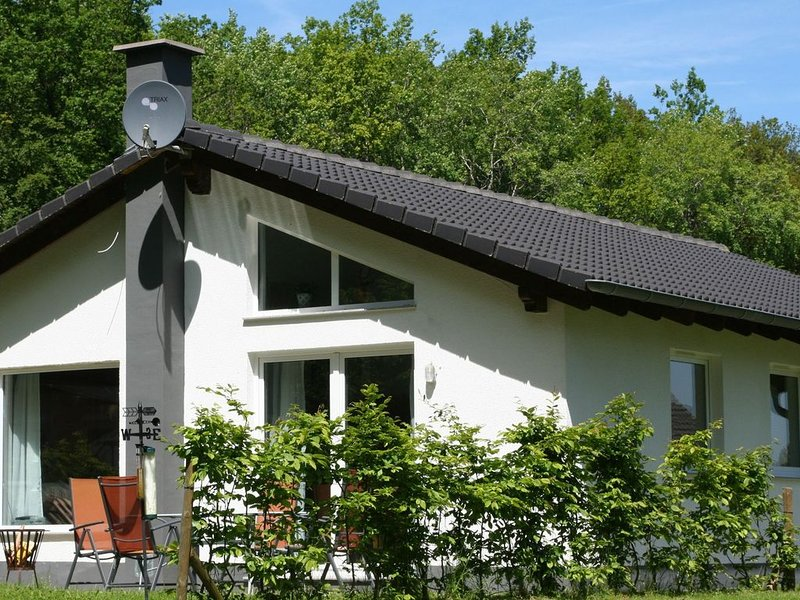 Detached bungalow with dishwasher, in a green area, holiday rental in Gerolstein