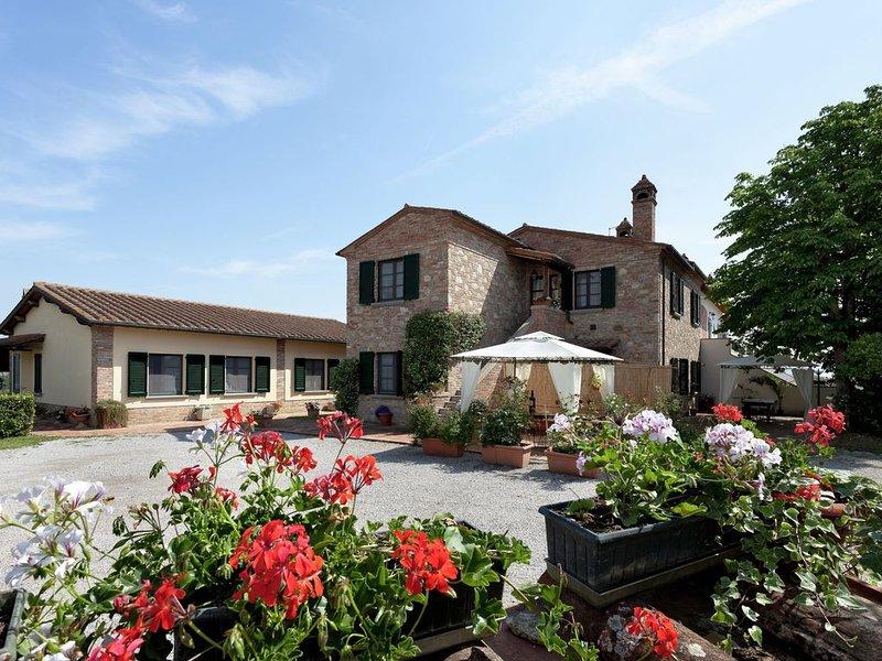 Scenic Home in Foiano della Chiana with Terrace, location de vacances à Foiano Della Chiana
