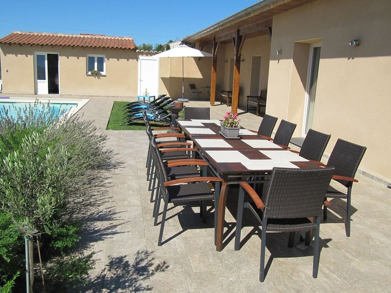 Luxurious child-friendly villa with heated private pool and stunning view., casa vacanza a Boulogne sur Gesse