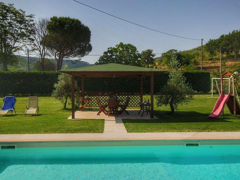 Spacious Farmhouse in Castiglion Fiorentino with Pool, holiday rental in Castiglion Fiorentino