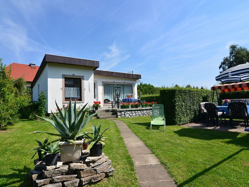 Lovely Holiday Home with Terrace, Garden, Awning, Heating, holiday rental in Neuwerk
