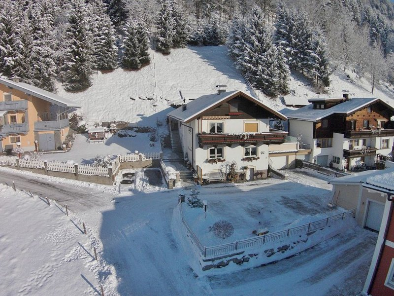 Spacious Apartment in Stuhlfelden near Ski Area, holiday rental in Uttendorf