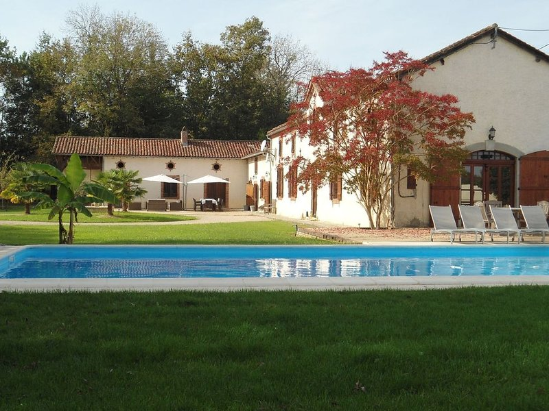 Luxurious Holiday Home in Buzon with Private Pool, holiday rental in Cazaux-Villecomtal